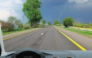 Желтая сплошная полоса на дороге можно пересекать