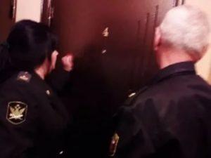 Могут ли приставы арестовать квартиру, если она подарена ребенку