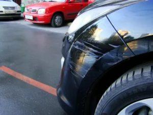 Зацепили мою машину во дворе и скрылись