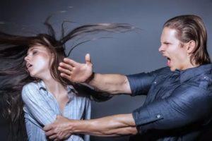 Если жена бьет мужа по лицу что делать