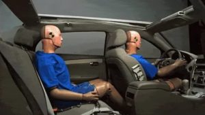Почему надо пристегиваться в машине